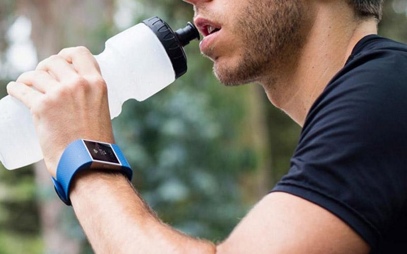 Fitnesstracker (Bild: Fitbit)